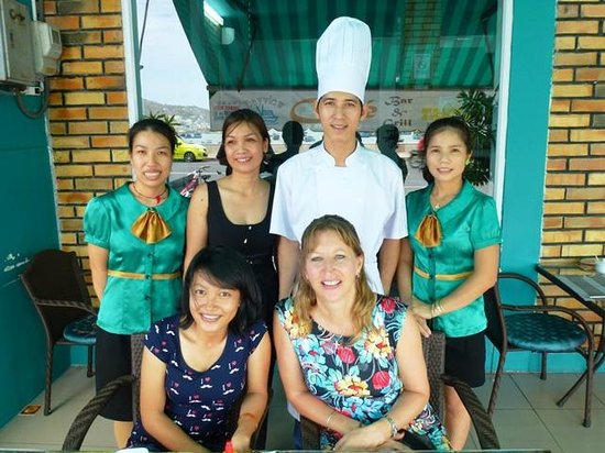 Bayview Cafe Restaurant: Back Row Manager & Staff