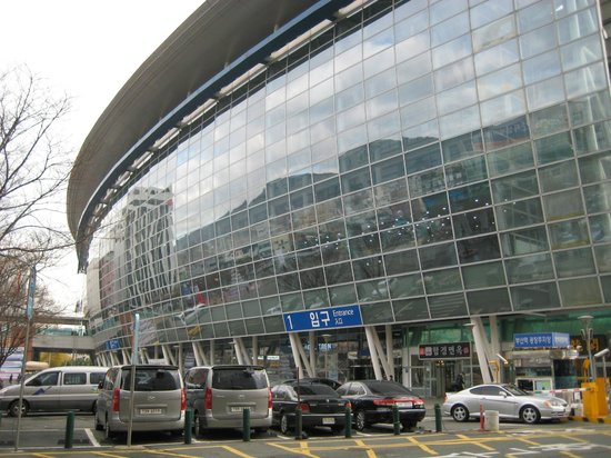 Toyoko Inn Busan No.1: View of Busan station from breakfast area