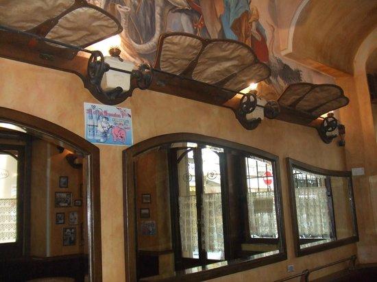 Les Distilleries Ideales: Interior view