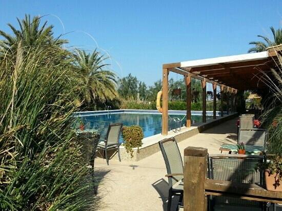 El Rancho: pool and bar restaurant