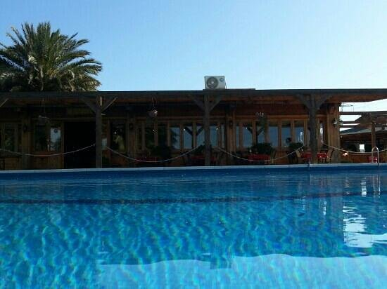 El Rancho: poolside to the restaurant and bar
