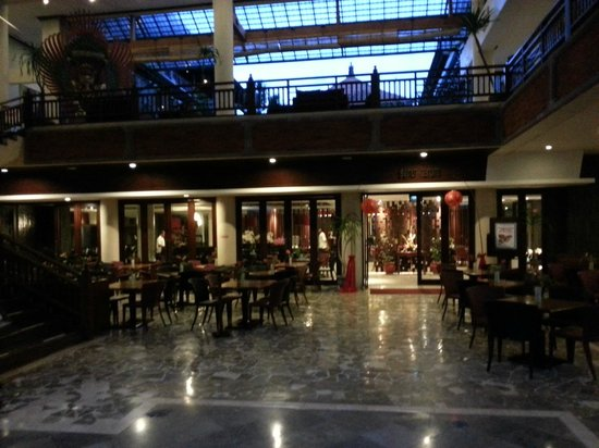 Sanur Paradise Plaza Hotel: Restaurant downstairs breakfast served here