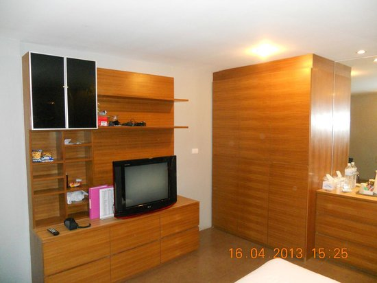 The Palm Retreat : Big cupboards and TV