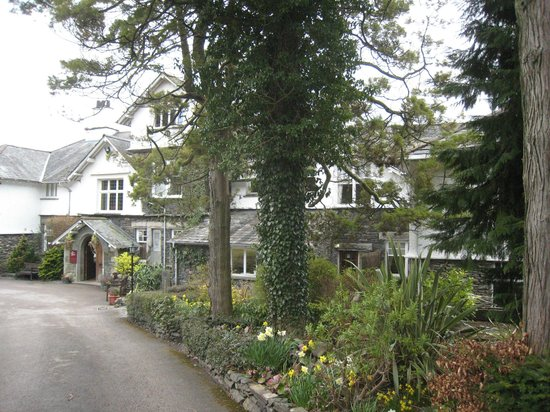 The Ryebeck: Front aspect of Fayrer Garden