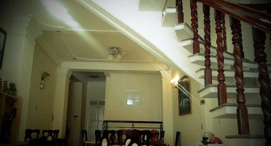 Tulip Hotel: stairs