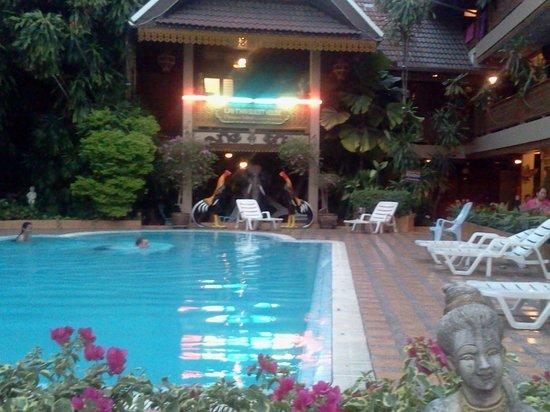 ลาย-ไทยเกสท์เฮ้าส์: Swimming pool