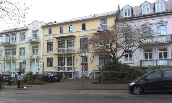 Hotel Villa Kisseleff: Außenansicht -vom Kurpark aus aufgenommen,aber schon im Dezember..