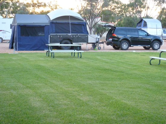 Lightning Ridge, Australia: Generous sized pads for your camper trailer with large Annex
