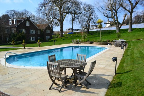 Longueville Manor: pool view