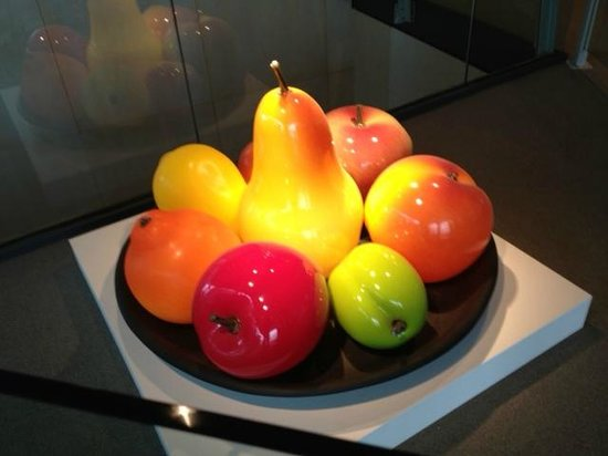 Музей стекла: Glass Fruit on display at Corning Museum
