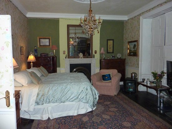 Newbegin House: Large bedroom in what was originally the old drawing room