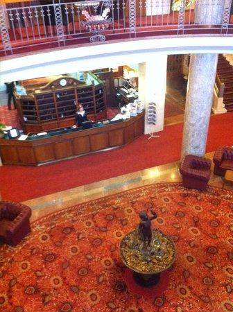 Danubius Hotel Gellert: Stylish hotel lobby
