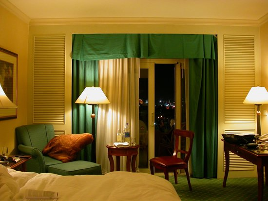 Cairo Marriott Hotel & Omar Khayyam Casino: the room