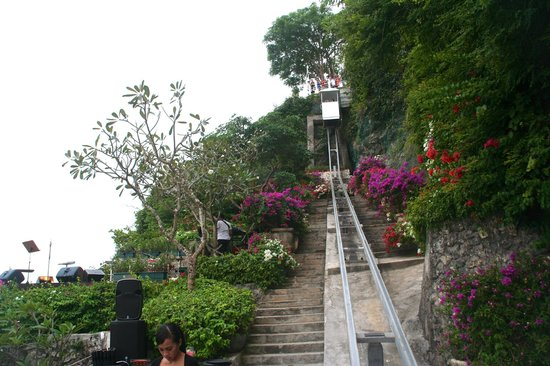AYANA Resort and Spa: Outdoor inclined elevator