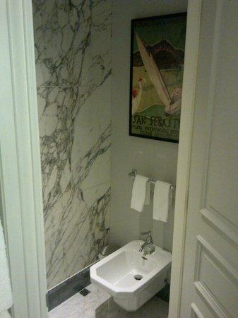 Hotel Maria Cristina, a Luxury Collection Hotel, San Sebastian: Room 206 - Bathroom decor