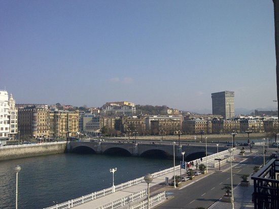 Hotel Maria Cristina, a Luxury Collection Hotel, San Sebastian: Looking right from Room 206