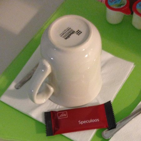 Campanile Bradford: Coffee cup and tasty biscuit