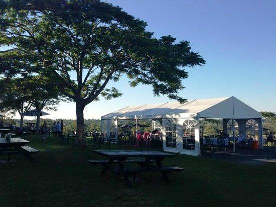 Sirromet Wines: Outdoor dining area