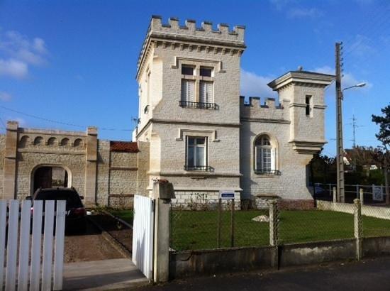 Petit Chateau De La Redoute Chambres d'Hotes: Petit Chateau de la Redoute