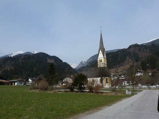 Hotel Schwarzbrunn: Stans et vue des montagnes