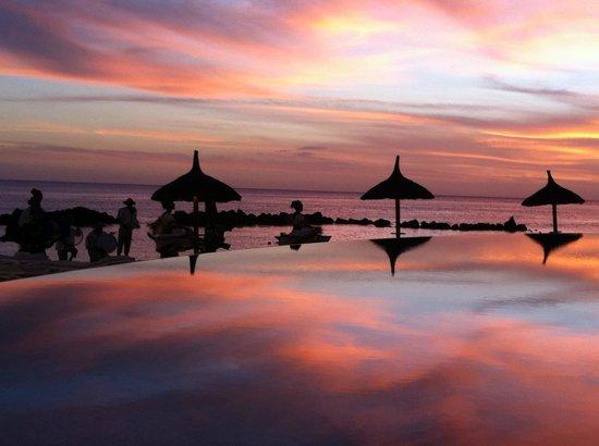 Sands Suites Resort & Spa: Most beautiful sunset we've ever seen