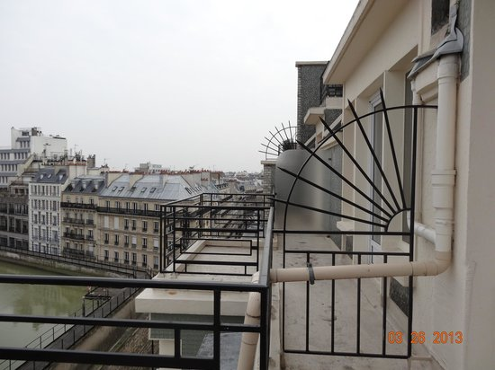 BEST WESTERN Hotel Victor Hugo Paris : View from balcony