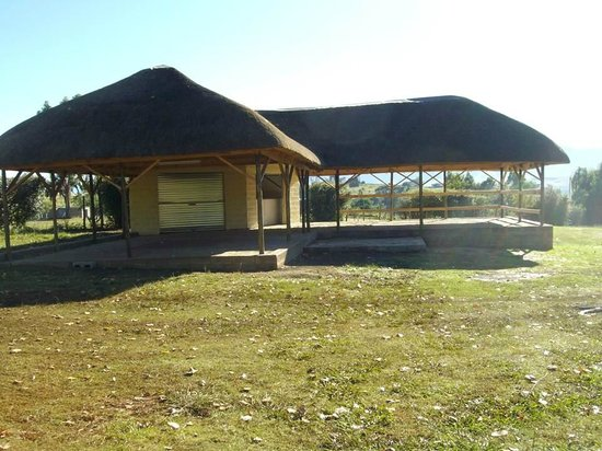 Aloes Guesthouse: Covered area near camp grounds