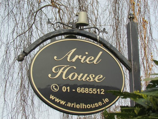 Ariel House : Entry Sign
