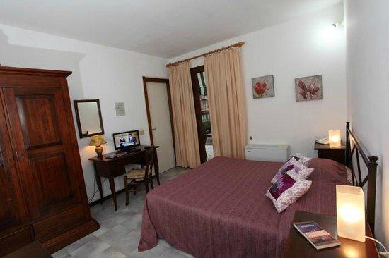 Hotel La Feluca : camera con aria condizionata in dependance pianoterra