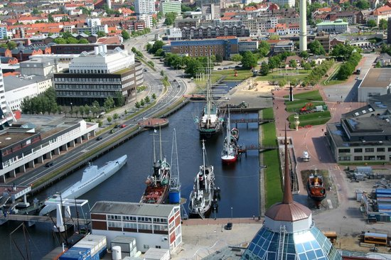 Viewing Platform SAIL City: Blick auf den Museumshafen