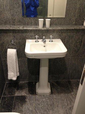 Dorset Square Hotel: Bathroom