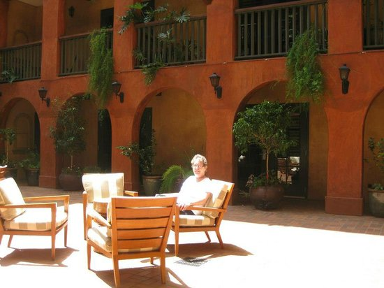 Hotel Valencia Riverwalk: Hotel courtyard