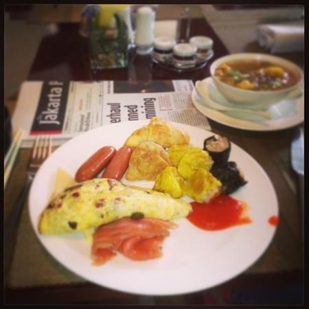 Hotel Mulia Senayan: breakfast