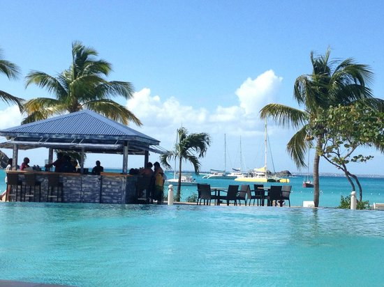 Hotel Riu Palace St Martin : Beach bar set between infinity pool and beach