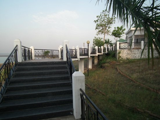 Maikal Resort: claen toilets with modern amenities
