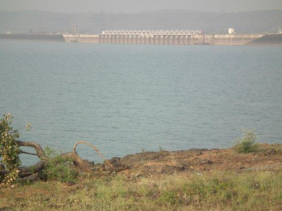 Maikal Resort: the dam
