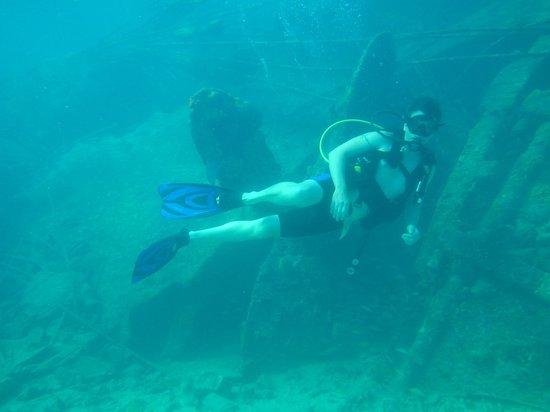 Bimini Undersea : scuba in the Sapona