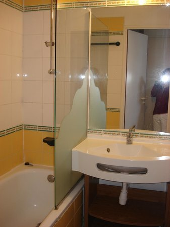 Pierre & Vacances Résidence Saskia Falaise : la salle de bains
