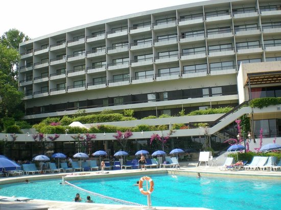 Corfu Holiday Palace: Hotel view from the pool
