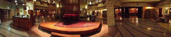 Dona Gracia Hotel: lobby panorama