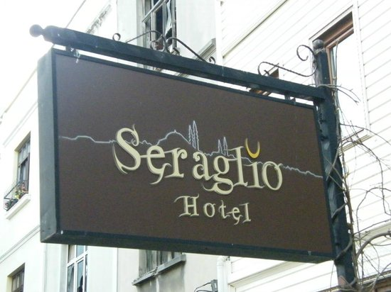 Seraglio Hotel and Suites: Hotel entrance...