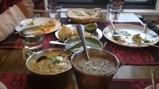 Gan Ni Shi Indian Restaurant : chickpea, spinach paneer, dal makhani