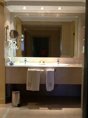 Hotel Orfila: Baño