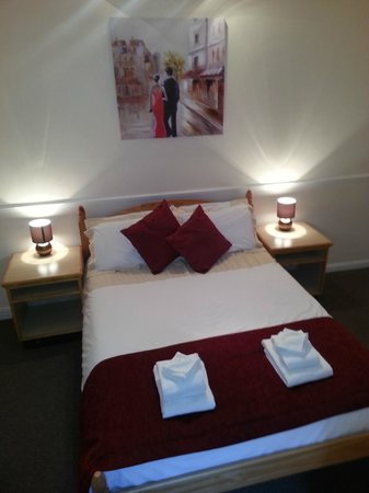 Central Hotel: Double with En-suite