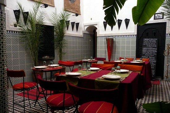 Riad Douzi: salle a manger