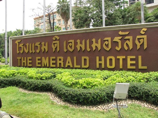 The Emerald Hotel: 正面入口付近