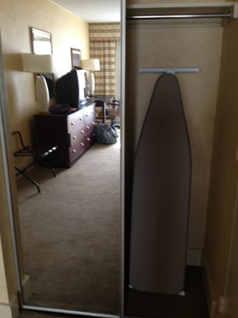 Lancaster Host Resort and Conference Center: Only one closet door