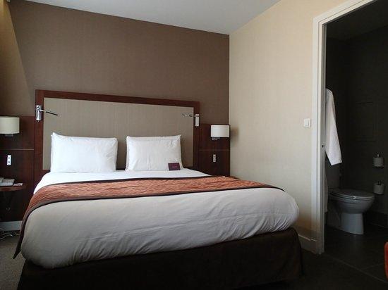 Hotel Royal Madeleine : Bed in Privilege Room