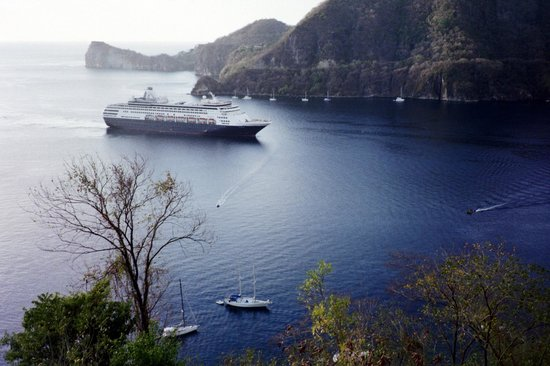 Barefoot Holidays Saint Lucia Day Tours: Cruise ship entering Soufriere