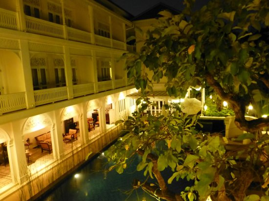Ping Nakara Boutique Hotel & Spa: Pool by night (view from our bathroom window)
